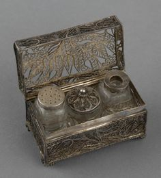View of Open Dutch / German - 18th century Silver Filigree Casket. English Royal Collection. H. 3.8cms W. 6.4cms. D.3.4cms.
