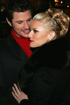 NEW YORK - NOVEMBER 30: Singers Nick Lachey and Jessica Simpson attend the Rockefeller Center Christmas tree lighting ceremony November 30, 2004 in New York City. (Photo by Paul Hawthorne/Getty Images)
