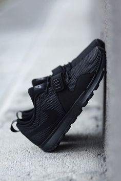 vistale: Triple Black Nike SB Trainerendors