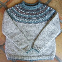 Ravelry: Fair Isle Yoke Pullover pattern by Elizabeth Zimmermann Sweater Knitting Patterns, Cardigan Pattern, Knitting Designs, Knit Patterns, Fair Isle Knitting, Knitting Yarn, Baby Knitting, Icelandic Sweaters, Wool Sweaters