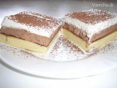 Tento koláčik ma oslovil preto, lebo vyzera chutne, mam rada kremove koláče.Rada ho pečiem ked su nejake sviatky alebo len tak:)
