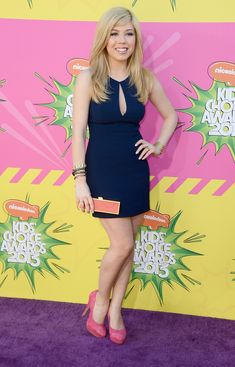 Jennette McCurdy Photos - Jennette McCurdy attends as NYLON and Aloft Hotels Celebrate The June/July Music Issue With Avril Lavigne at the Highline Ballroom on June 2013 in New York City. - Avril Lavigne Celebrates Her New NYLON Cover Jennette Mccurdy, Celebrity Beauty, Celebrity Style, Sam E Cat, Kids Choice Awards 2013, Blond, Nickelodeon Girls, Nickelodeon Awards, Fishtail Dress