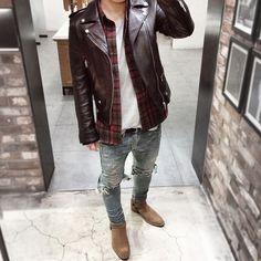 Iconosquare – Instagram webviewer Leather Jacket Outfits, Men's Leather Jacket, Leather Jackets, Casual Jeans, Casual Outfits, Men Casual, Fashion Mode, Mens Fashion, Fashion Outfits