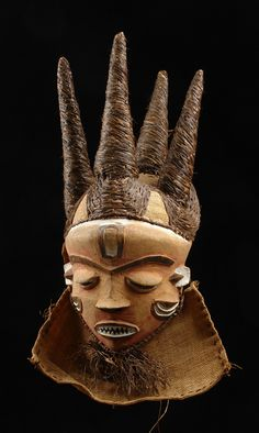 "Africa | Mask ""phumbu"" from the Pende people of DR Congo 