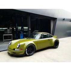The Porsche 911 is a truly a race car you can drive on the street. It's distinctive Porsche styling is backed up by incredible race car performance. Porsche 356, Porche 911, Porsche Carrera, Porsche Cars, Custom Porsche, Muscle Cars, Automobile, Rauh Welt, Bmw Classic Cars