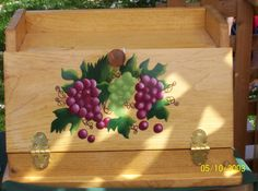 Breadbox with green and purple grapes, acrylic painting, wood box, hand painted… Rustic Bread Boxes, Wooden Bread Box, Vintage Bread Boxes, Bread Storage, Storage Baskets, Kitchen Storage, Painted Boxes, Hand Painted, Bread Holder