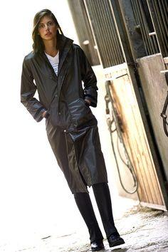 Una protezione leggera e traspirante unisex da indossare sotto la pioggia, in poliestere impermeabile Oxford 420D