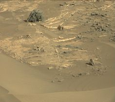 "Abundant mineral veins, and note the small rock ""spire"" and ""gateway"" on the right side of image. Curiosity, sol 1272."