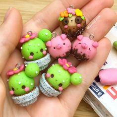 Wonderful Cost-Free Polymer Clay Crafts charms Suggestions 💕🙈 for my 🌵 cupcake charm💖🌷🐝 I hope the video is good enough😅 just swipe left w Polymer Clay Kunst, Polymer Clay Figures, Polymer Clay Animals, Polymer Clay Miniatures, Polymer Clay Projects, Polymer Clay Creations, Diy Clay, Clay Crafts, Polymer Clay Tutorials