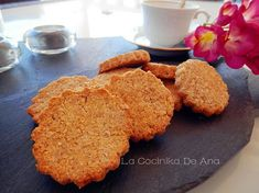 Estas galletas no llevan harina ni tampoco azúcar y sin embargoestándeliciosas. Seguro que gustaran en tu casa si te animas a hacerla...