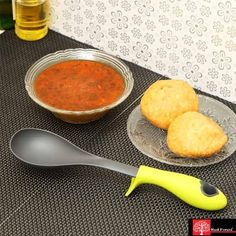 Silicone handle spoon   Easy for cleaning   Silicone handle is heat resistant up to 260 C / 500 F   Dishwasher safe.
