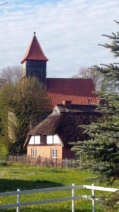 Start unserer Malreise auf der Insel Rügen | Kirche von Middelhagen (c) Frank Koebsch