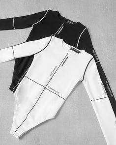 Cut on Fold ✂️ Sporty Outfits, Trendy Outfits, Girl Outfits, Cute Outfits, Fashion Outfits, Womens Fashion, Sewing Clothes, Diy Clothes, Future Fashion