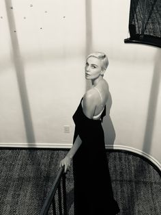"""""""black & white photos of charlize theron: a series"""" Charlize Theron Short Hair, Charlize Theron Oscars, African Actresses, Actors & Actresses, Atomic Blonde Outfits, Autumn Outfits Curvy, Business Casual Skirt, Celebs, Celebrities"""