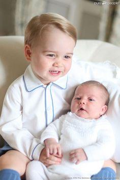 George et Charlotte de Cambridge réunis pour les premiers portraits officiels de la princesse,...