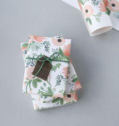 Gift Tags DIY // woodgrain