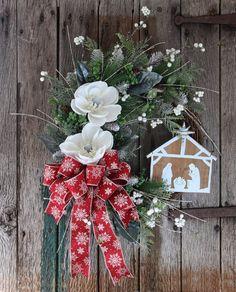 61 Gorgeous Christmas Decoration Ideas For Front Door Christmas Wreaths For Front Door, Holiday Wreaths, Door Wreaths, Grapevine Wreath, Christmas Decorations, Holiday Decor, Winter Wreaths, Christmas Ideas, Xmas