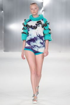 See all the Collection photos from De Montfort University Spring/Summer 2015 Ready-To-Wear now on British Vogue Top Model Fashion, Knit Fashion, Fashion Show, Fashion Design, De Montfort University, Spring Summer 2015, Knitwear, Ready To Wear, Style Inspiration