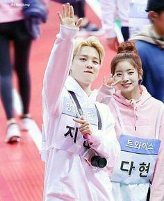 I don't think so Blackpink Twice, Bts Twice, Kpop Couples, Cute Couples, Tumblr Backgrounds, Twice Dahyun, Bts Imagine, K Idol, Nayeon