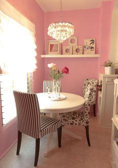 I really like this eating area with girly pink walls and unmatched black and white chairs. Interiores Art Deco, Sweet Home, Home Goods Decor, Pink Walls, Apartment Living, Girls Apartment, Apartment Therapy, Home Interior Design, Kitchen Interior