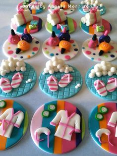 Set of 12 spa cupcake toppers. The edible toppers are about 2 and can be placed on the icing. Fondant Cupcakes, Spa Cupcakes, Spa Party Cakes, Spa Cake, Fondant Toppers, Cute Cupcakes, Cupcake Cookies, Iftar, Deco Cupcake