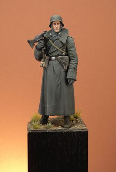 German Machine Gunner, Tamiya 120mm | planetFigure | Miniatures