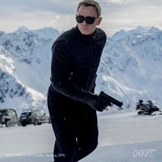The first Spectre image has been released; the new James Bond film stars Daniel Craig, Ralph Fiennes, Christoph Waltz, Lea Seydoux, and Monica Bullcci. Daniel Craig James Bond, Daniel Craig Spectre, James Bond 25, James Bond Movies, Craig Bond, Craig 007, Christopher Nolan, 007 Contra Spectre, Spectre Movie