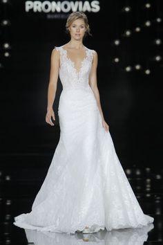 Vestidos de novia con escote en V 2017: Diseños para novias atrevidas y arriesgadas Image: 31