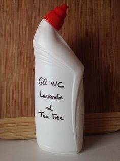 Lavender & tea tree toilet gel - Next household DIY: WC gel! This product is very simple to make, non-toxic and above all delicately - Pot Mason Diy, Mason Jars, Deep Cleaning, Cleaning Hacks, Diy Hacks, Tea Tree Gel, Lavender Tea, Tee Tree, Black Soap