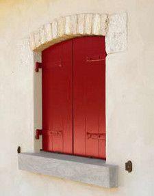 persiana in legno laccata rossa