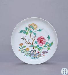 #清雍正 #官窑 #粉彩 #富贵牡丹纹 盘 Chinese Ceramics, Qing Dynasty, Chinese Antiques, White Ceramics, Decorative Plates, Porcelain, Middle, Blue And White, Pottery