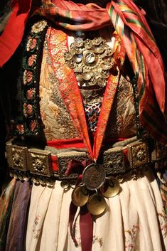 Plated belt, Agnus Dei and filigree brooch from a wedding costume Wedding Costumes, Art Google, Norway, Museum, Culture, Folklore, Outfits, Inspiration, Beautiful