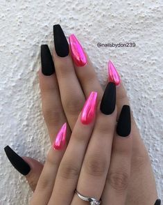 There are three kinds of fake nails which all come from the family of plastics. Acrylic nails are a liquid and powder mix. They are mixed in front of you and then they are brushed onto your nails and shaped. These nails are air dried. Best Acrylic Nails, Matte Nails, Acrylic Nails Chrome, Pink Chrome Nails, Acrylic Nails Coffin Classy, Halographic Nails, Holographic Nails Acrylic, Pink Coffin, Black Coffin Nails