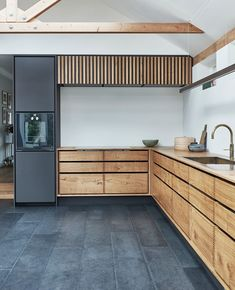 """Garde Hvalsøe pe Instagram: """"We are dreaming of spending the entire Sunday right here. We crafted this @dinesen kitchen for a private client in Aarhus, Denmark. The…"""" Bespoke Kitchens, Aarhus, Wide Plank, Cabinet Makers, Drawer Fronts, Modern Classic, Kitchen Design, Denmark, House Design"""