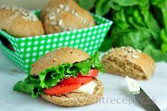 Domáce špaldové pečivo Salmon Burgers, Tofu, Protein, Smoothie, Paleo, Food And Drink, Yummy Food, Healthy Recipes, Chicken