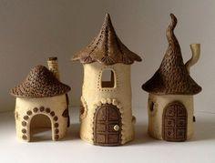 Maison de fée en céramique rouge et blanc par PaperCutsStudios