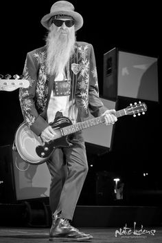 ZZ Top Billy Gibbons Gibson Melody Maker with Pinstripe Music Guitar, Cool Guitar, Rock Roll, Blue Soul, Reverend Guitars, Billy Gibbons, Zz Top, Music Pics, Blues Rock
