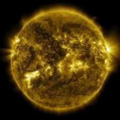 We got lucky. 😬  Had the Sun rotated any faster as a baby, its violent outbursts would have eliminated the possibility of life on Earth. Planet Video, Planet Painting, Earth From Space, Sun In Space, Cosmos, Hubble Pictures, Planet Sun, Predator Movie, Astronomy Science