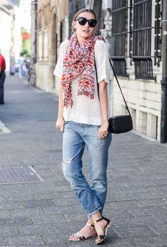 Look da blogueira Polienne com calça jeans boyfriend + t-shirt de tricô.