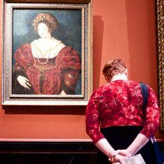Museumsbesucher, die Kunstwerken gleichen - Die Geduld des Stefan Draschan: http://www.langweiledich.net/museumsbesucher-die-kunstwerken-gleichen/
