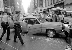 'New York is going back to the Police Commissioner Bratton likens tensions between police and the public after slaying of two cops to the darkest days in city's crime history Chicago Police Officer, New York Police, Police Crime, Police Cars, New York S, New York City, Old Vintage Cars, Street Photo, City Streets