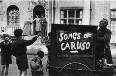 Marc Riboud ~ The Organ Grinder ~ East End ~ London ~ 1954 ~ via mahala Marc Riboud, Vintage London, Old London, London Pride, Claude Monet, Vincent Van Gogh, Vintage Photography, Street Photography, Old Photos