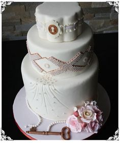 Great key and lock wedding cake