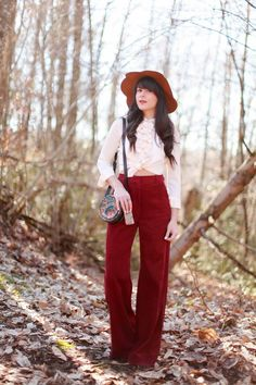 the french blogger alix from the blog the cherry blossom girl wearing a tara jarmon floppy