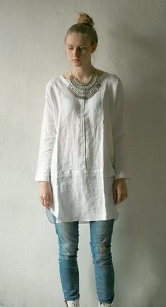 Linen tunic with long sleeves with metal snap closure by DGstyle