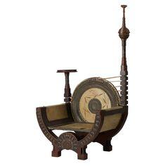Круглое кресло из серии неоготичекой мебели Карло Бугатти