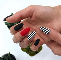 Semi-permanent varnish, false nails, patches: which manicure to choose? - My Nails Dream Nails, Love Nails, Stylish Nails, Trendy Nails, Nail Art Diy, Diy Nails, Manicure Gel, Striped Nails, Stripe Nail Art