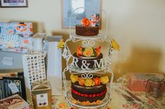 A Collaboration of Friends and Family for a Pretty and Homemade Youth Hostel Wedding. Images by Lisa Webb Photography