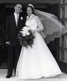 1950s WEDDING GOWN  | Real 50s wedding: A June bride in Canada, 1957 | 1950swedding.com