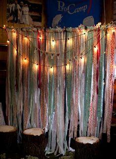 DIY Photobooth backdrop : Red and Blue Rustic Wedding  | Confetti Daydreams